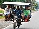 Wieviele Menschen passen auf ein Motorrad? Zwei? Das ist falsch!!!