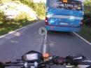 Wo kam der Bus her? Beinah Crash - ABS hat's verhindert KTM onboard