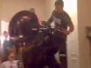 Wohnzimmer Circle Wheelie - bescheuert aber dennoch gekonnt