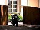 Motorrad fährt allein spazieren - Yamaha FZ16 - FZ16S cooler und gut gemachter Werbespot
