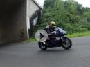 Yamaha R1 RN32 (Stock) vs RN12 (Akra) Flyby