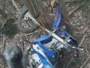 Yamaha WR450 Crash. Wird unkontrolliert Gas gemacht, der Hobel in die Bäume kracht