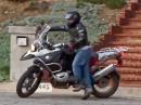Zu klein für ein großes Motorrad? Trick zum auf- und absteigen