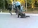 Zuviel Gas tut selten gut - Gespann crash bei Wheelieversuch