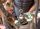 Zweitakter: Kolben, Zylinder - arbeiten am Motor - Jens Kuck von Motolifestyle